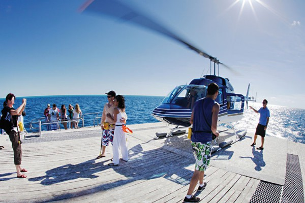 Great-barrier-reef-helicopter-couple