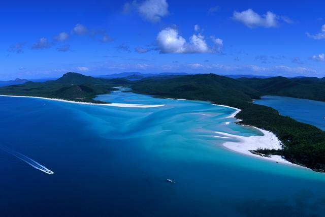A panoramic view of the beautiful Whitehaven beach